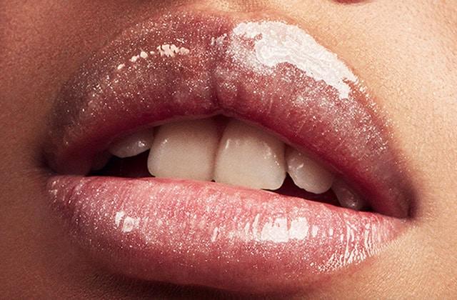La fonction du rouge à lèvre pour la femme de 60ans