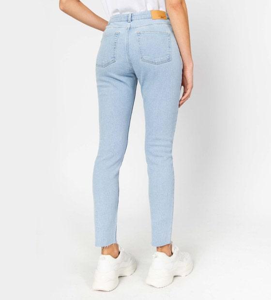 On évite les jeans Slim