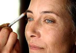 Comment réussir son maquillage à 65 ans ?